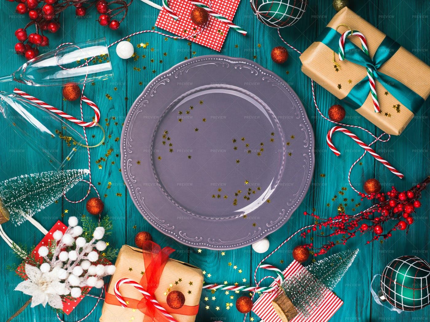 Festive Christmas Table Setting: Stock Photos