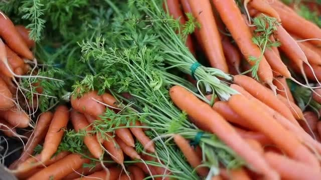 Farmers Market Carrots: Stock Video