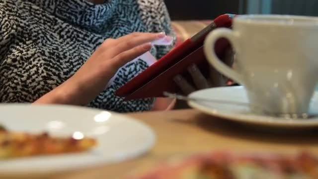Using Digital Tablet In Cafe: Stock Video