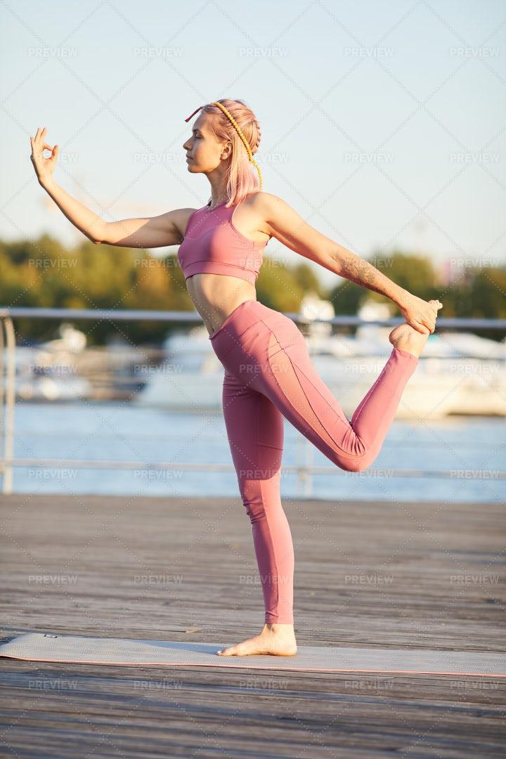 Fit Woman Doing Yoga: Stock Photos