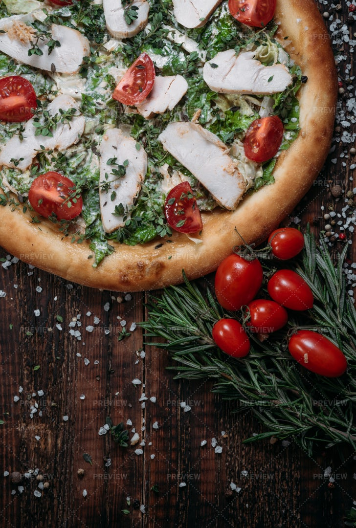 Chicken And Tomato Pizza: Stock Photos