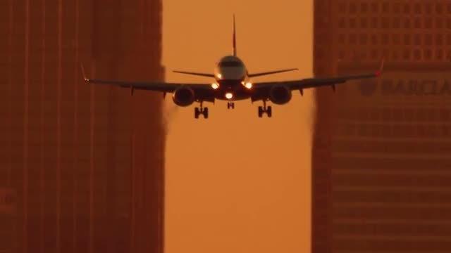 Airplane Landing In London: Stock Video