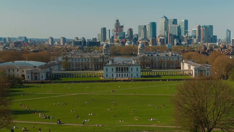 London Park And City View: Stock Video