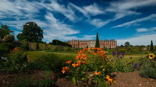Hampton Court Palace: Stock Video