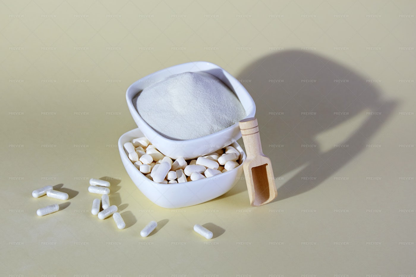 Collagen Powder And Capsules: Stock Photos