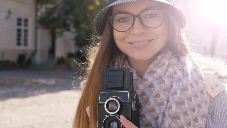 Girl Preparing Camera For Shooting: Stock Video