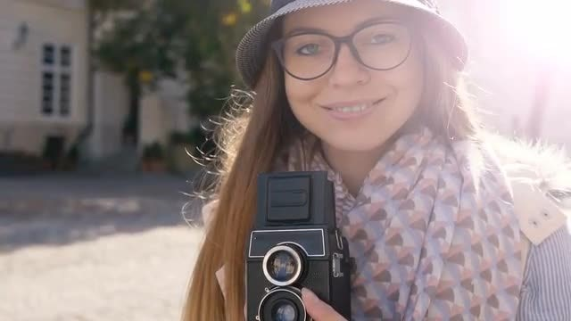 Girl Preparing Camera For Shooting: Stock Video
