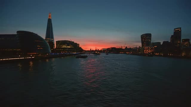 Wide Angle View Of Thames : Stock Video