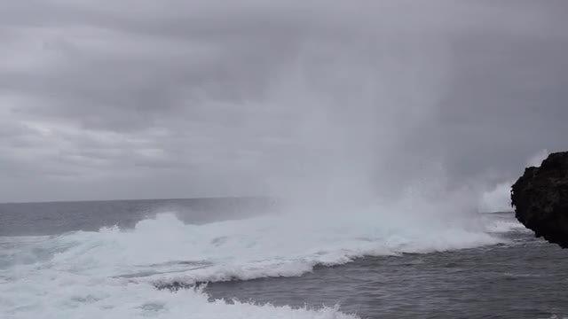 Waves Crashing In Slow Motion: Stock Video