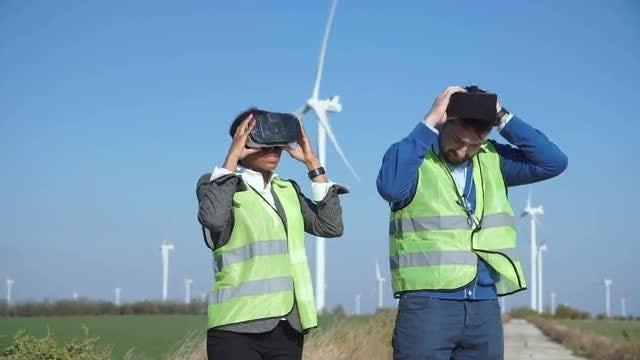 Engineers In Virtual Reality Googles: Stock Video