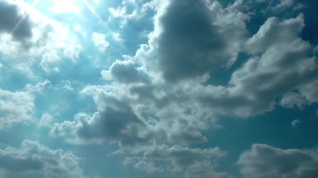 Summer Clouds Spreading Slowly: Stock Video