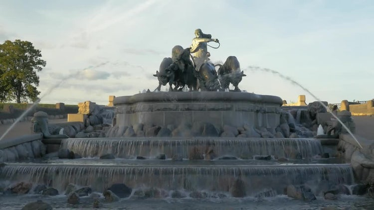 Gefion Fountain, Copenhagen: Stock Video