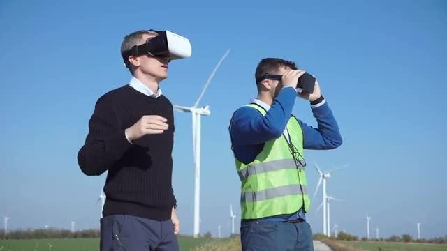 Engineers Using Virtual Reality : Stock Video