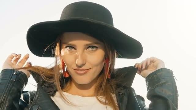 Pretty Girl Posing: Stock Video