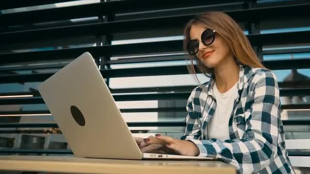 Beautiful Girl Typing On Laptop: Stock Video