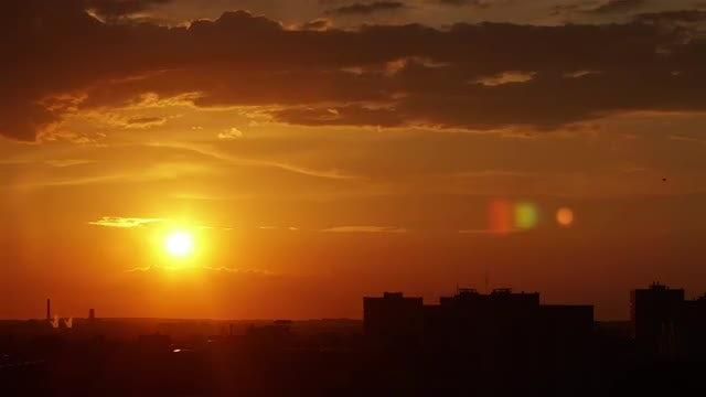 The Setting Sun: Stock Video