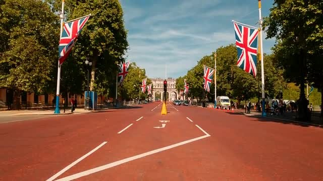 Entrance To Buckingham Palace: Stock Video