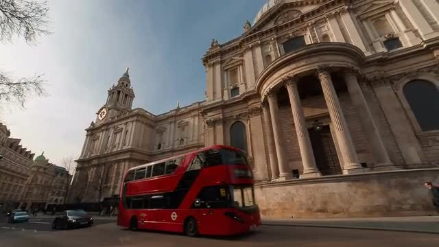 Panning Shot Of St. Paul's Cathedral : Stock Video