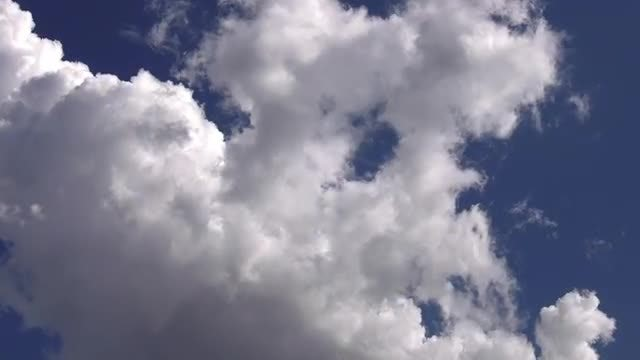 White Clouds Spreading Slowly : Stock Video