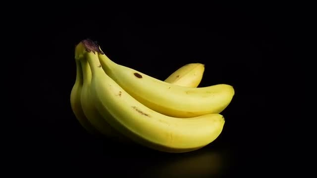 Bunch Of Ripe Bananas Rotating: Stock Video