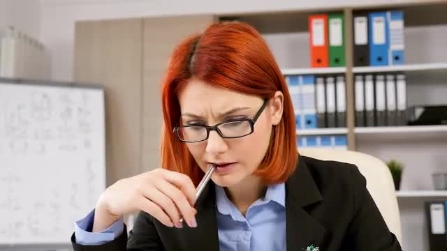 Businesswoman Thinking And Planning : Stock Video