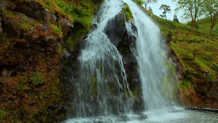 Tilting Shot Of Beautiful Waterfall: Stock Video