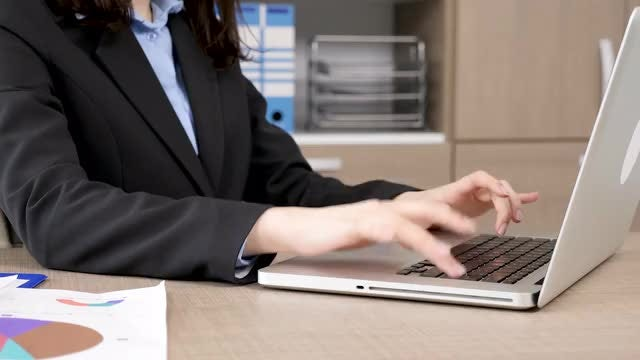 Typing Businesswoman : Stock Video