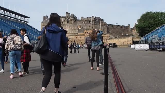 Edinburgh Castle Tourists: Stock Video