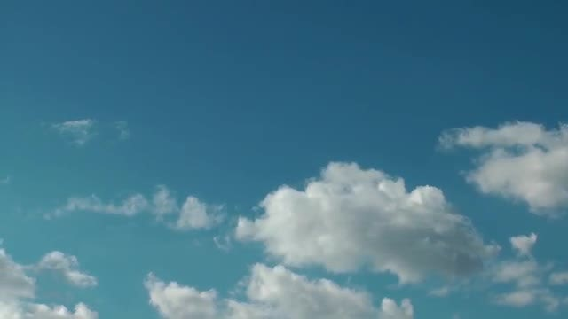 Cumulus Clouds On Blue Sky: Stock Video