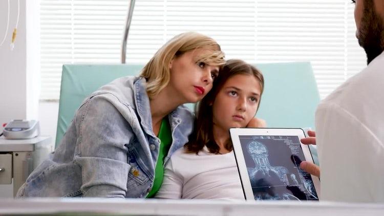 Patient's Parent Speaking To Doctor : Stock Video