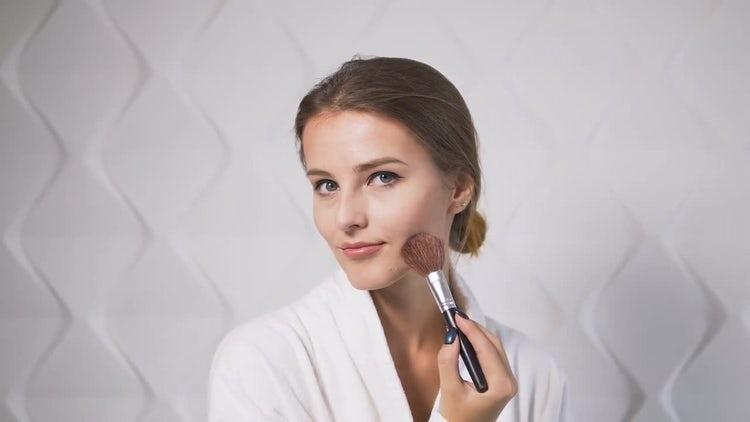 Girl Uses Makeup Brush: Stock Video