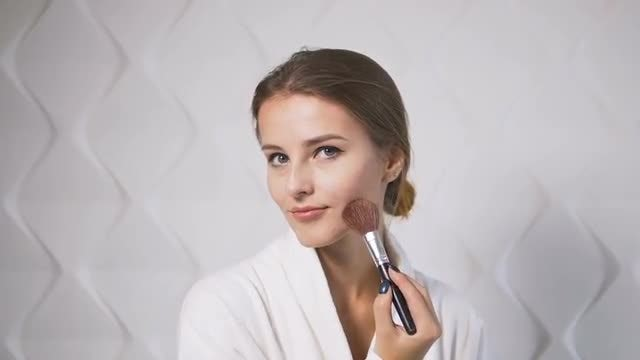 Girl Uses Makeup Brush: Stock Video