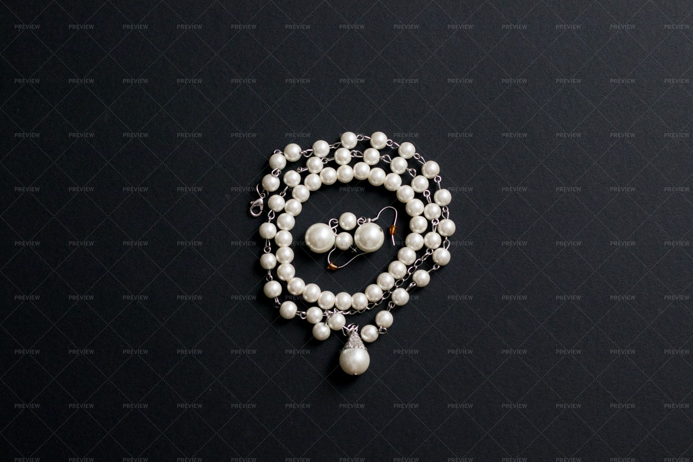 Pearl Necklace Black Background: Stock Photos