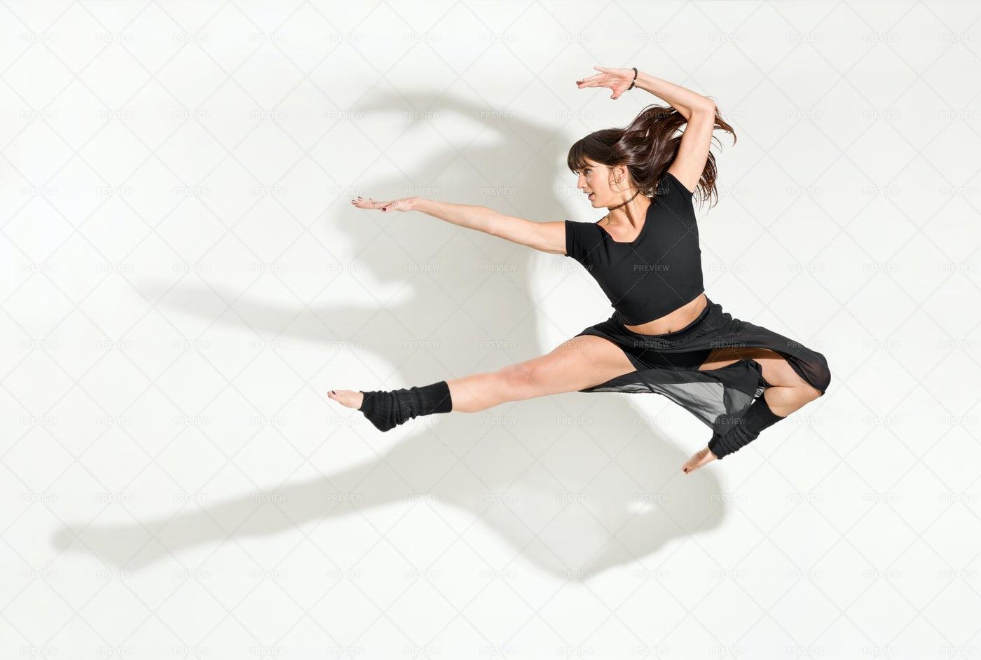 Young Woman Dancer: Stock Photos