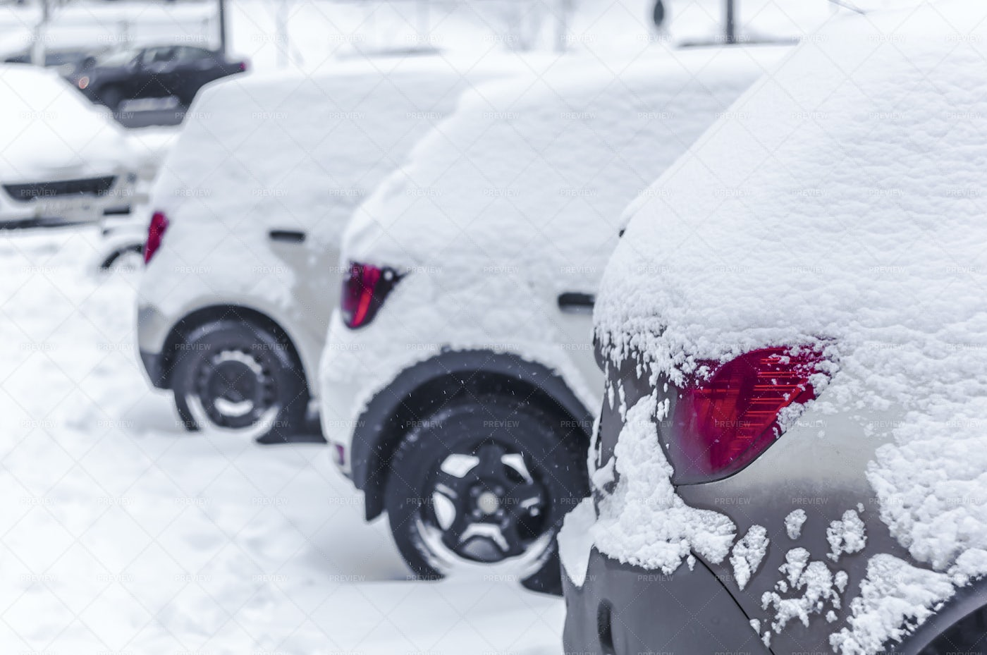 Cars Covered In Snow: Stock Photos