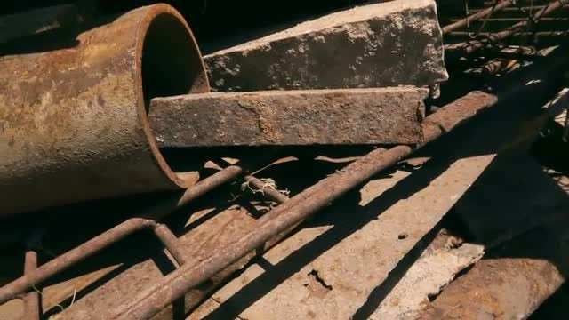 Large Pile Of Rusty Iron: Stock Video