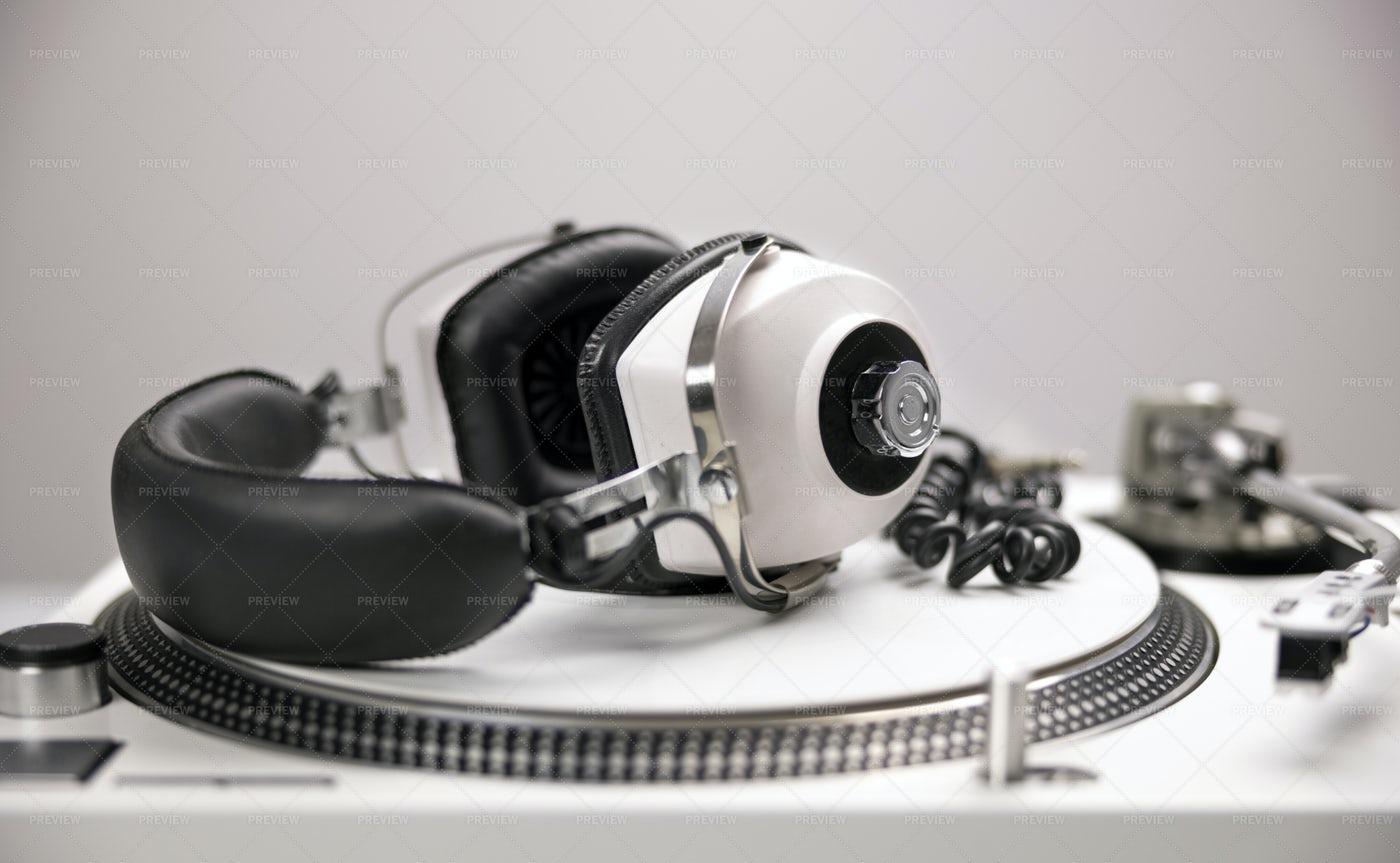 Headphones And Dj Turntable: Stock Photos