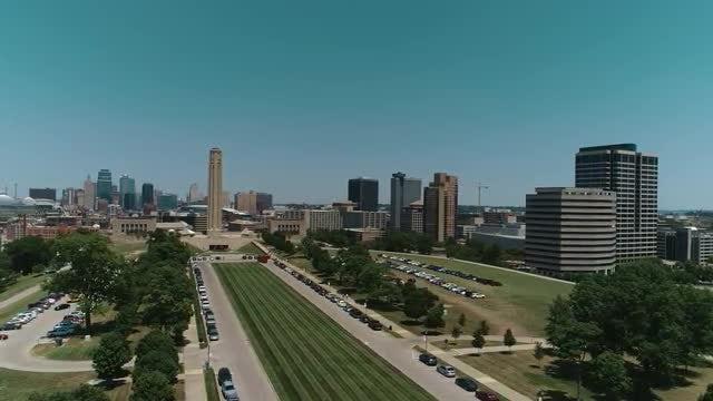 Memorial Hill Aerial Kansas City: Stock Video