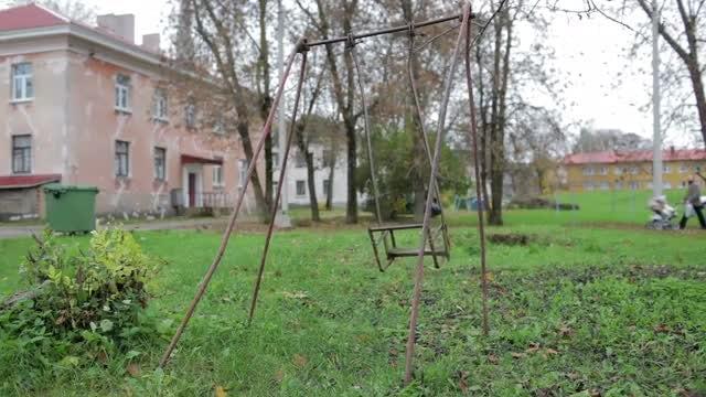 Child's Broken Swing: Stock Video