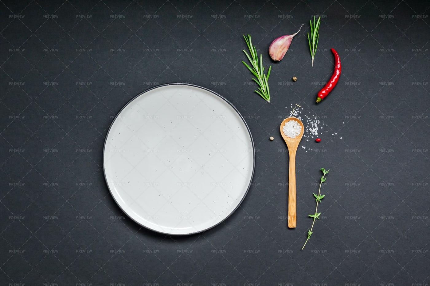 Empty Plate Mockup: Stock Photos
