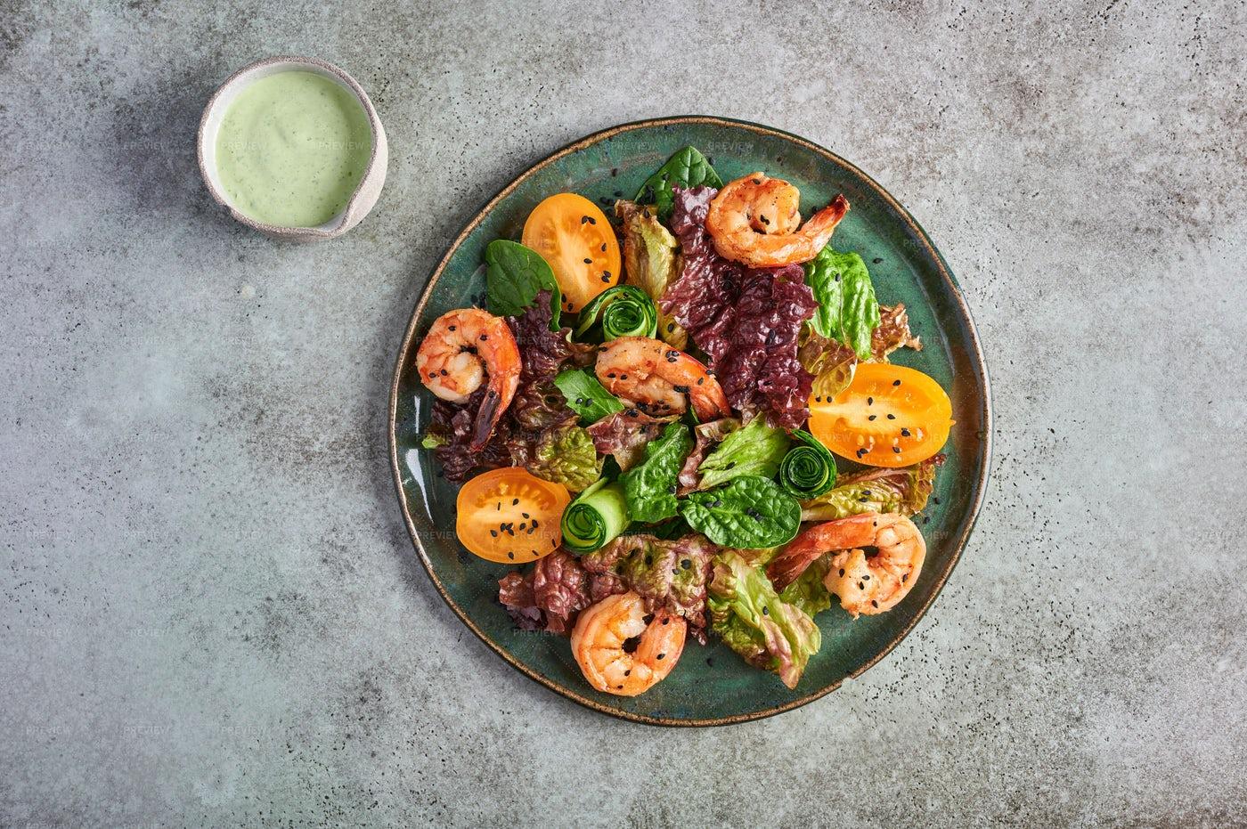 Homemade Salad With Fried Shrimp: Stock Photos