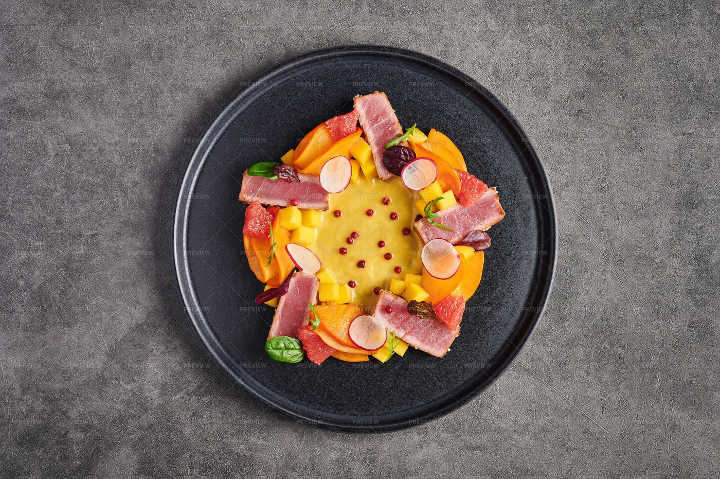 Tuna Steak Salad: Stock Photos
