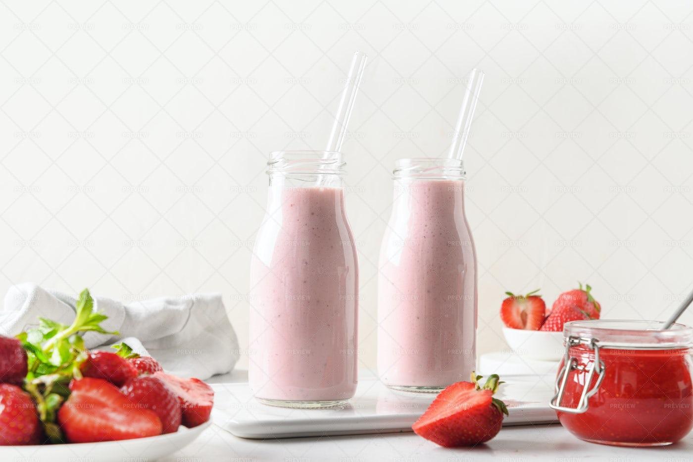 Strawberry Milkshakes: Stock Photos