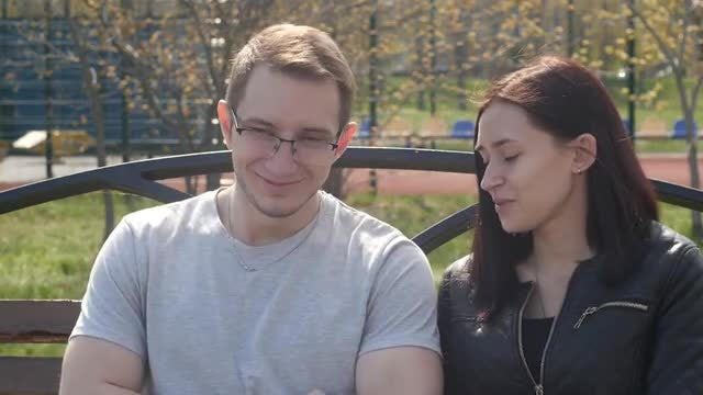 Two young people are communicating: Stock Video