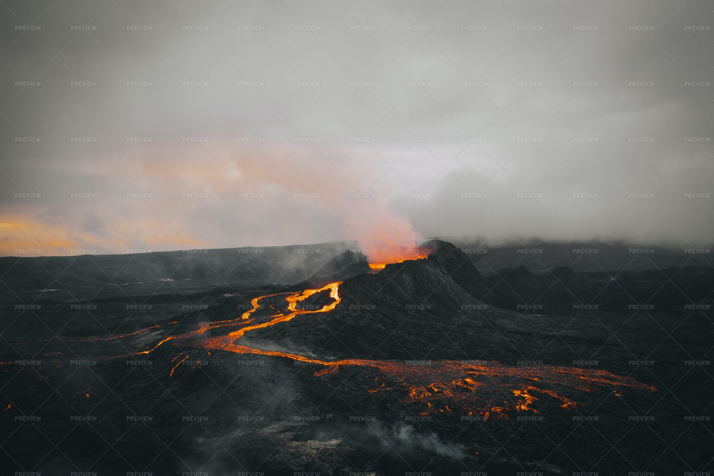Side View Of A Volcano: Stock Photos