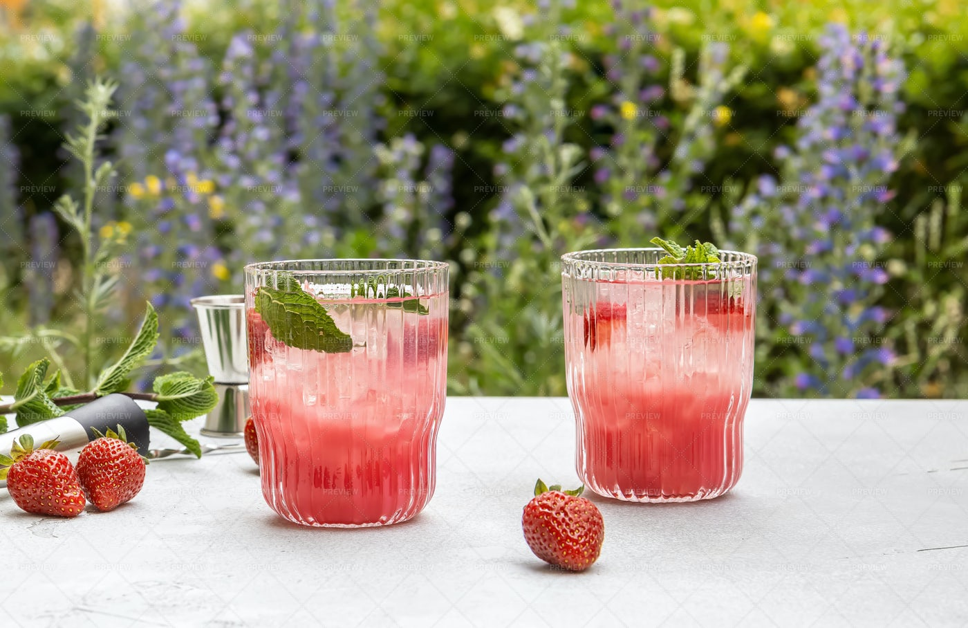 Summer Strawberry Cocktail: Stock Photos