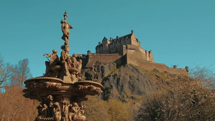 Edinburgh Castle And Ross Fountain : Stock Video