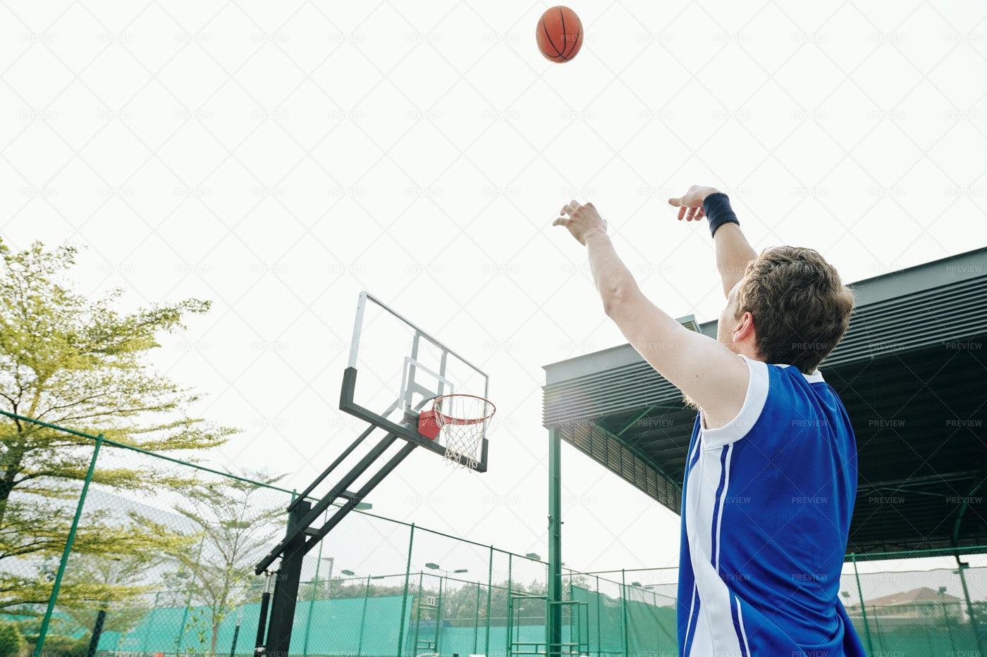 Sportsman Playing Basketball: Stock Photos