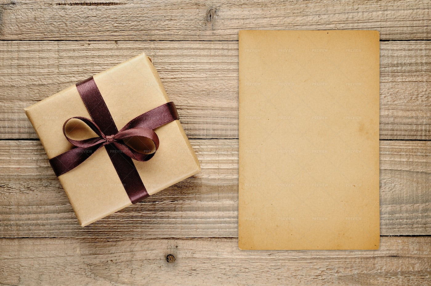 Vintage Gift Box And Blank Card: Stock Photos