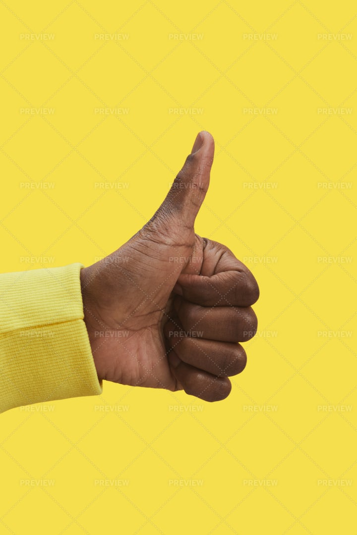 Man Showing Thumbs Up: Stock Photos